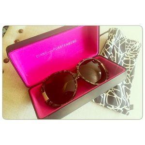 DVF Black & Gold oversized Sunglasses 70's style